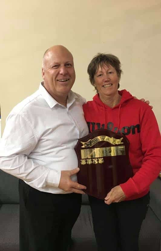 Helen with Denman Tennis Club President Dean Lanyon accepting the Hender Award